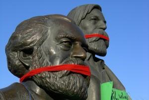 פסל של מרקס ואנגלס בפארק מרקס-אנגלס בברלין