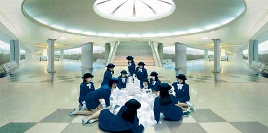 """מיווה ינאגי - תצלום מתוך הסדרה """"נערות מעלית"""", 1998"""