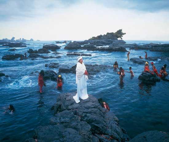 """מיווה ינאגי - מיקה. מתוך הסדרה """"הסבתות שלי"""", 2001"""